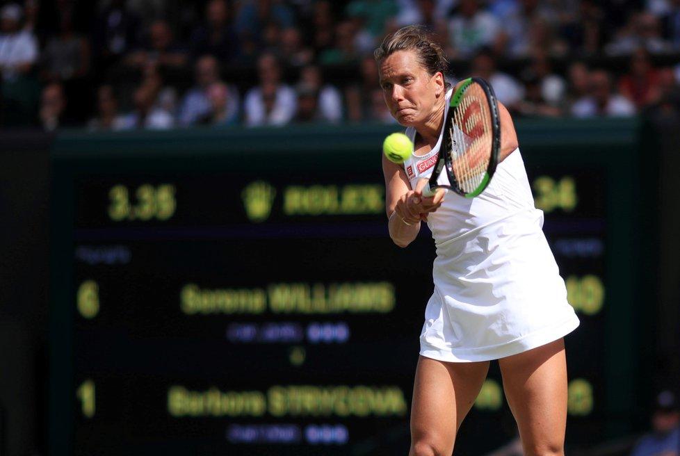 Česká tenistka Barbora Strýcová během semifinále Wimbledonu se Serenou Williamsovou