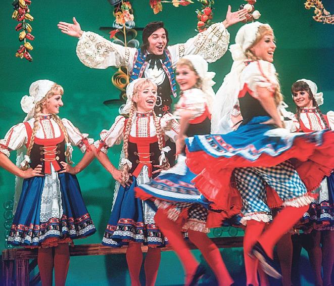 Německý folklor na ZDF. Karel uměl vždycky dobře juchat. A nejedna z tanečnic mu proskočila pelíškem.