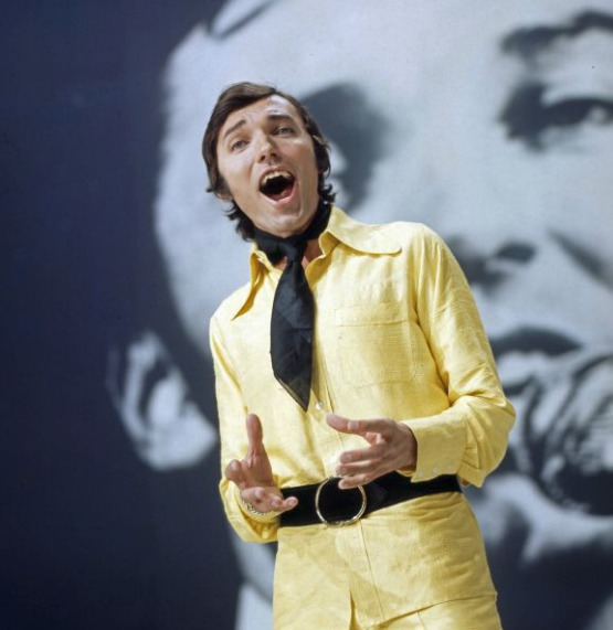Konec 60. let v německé televizní show. Ve žlutém coby předzvěst budoucí včelky Máji?