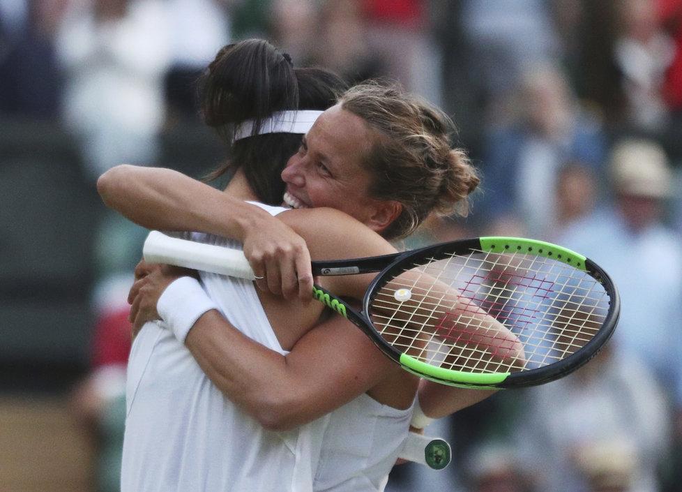 Barbora Strýcová s tchajwanskou partnerkou Sie Šu-wej slaví wimbledonský triumf