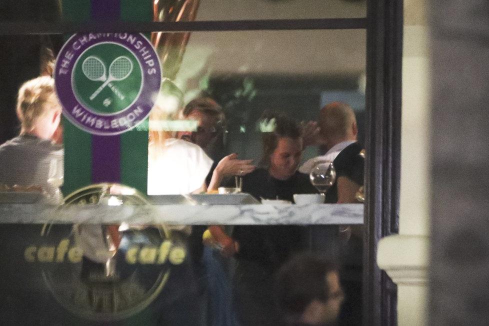 Vítězka Wimbledonu ve čtyřhře Barbora Strýcová zapila úspěch v centru Prahy