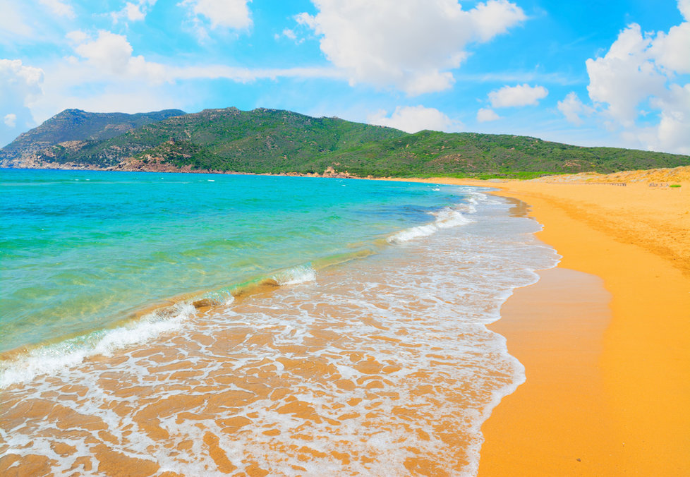 Pláž Porto Ferro na italské Sardinii