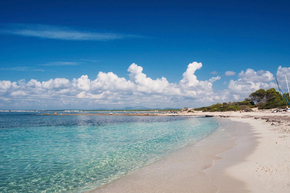 Pláž Es Trenc na španělské Mallorce
