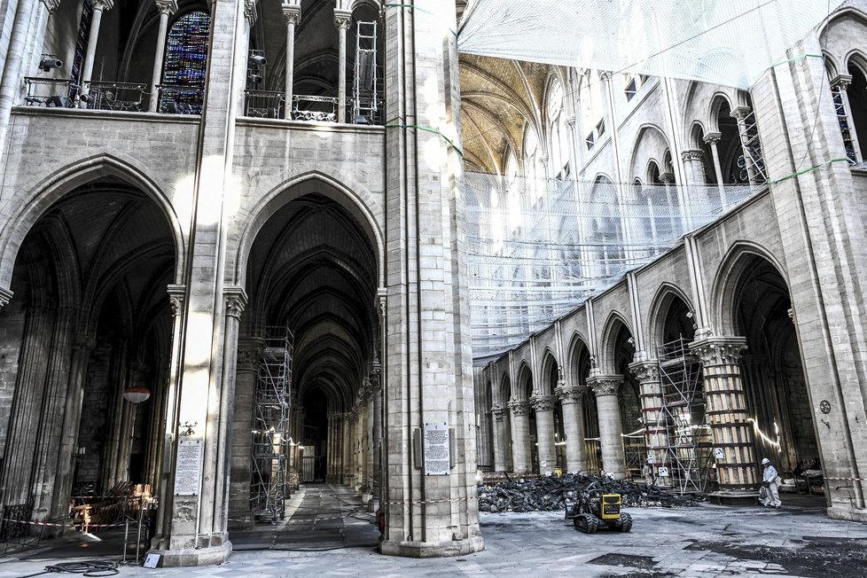 Stav katedrály Notre-Dame tři měsíce po požáru