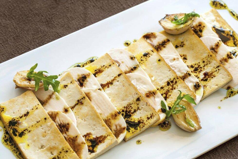 Zkuse ugrilovat tofu, budete překvapení, jak výborně chutná.
