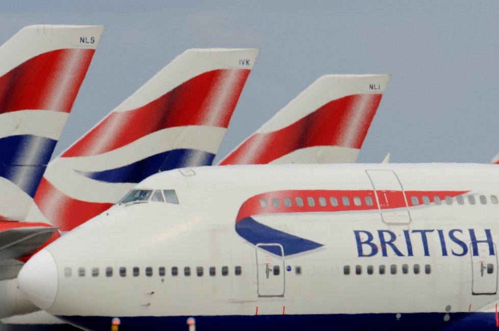 Britská letiště Heathrow a Gatwick, která obsluhují Londýn, se v pátek potýkala se zpožděními. (26.7.2019)