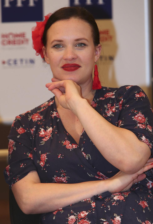 Kristýna Leichtová na tiskové konferenci k Letním shakespearovským slavnostem