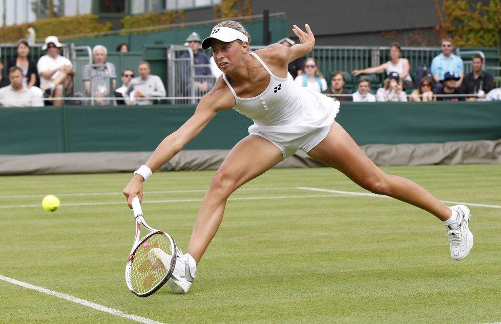 Andrea Hlaváčková si při své premiéře na wimbledonské trávě počínala výborně.