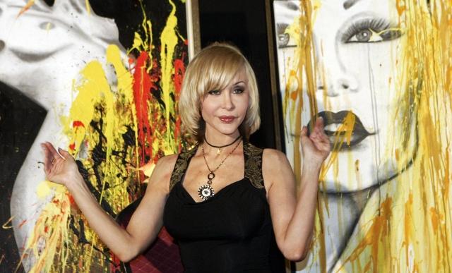 Dolly Buster se vrhla na umění