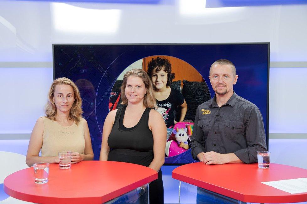 Samoživitelka Monika Kašpárková a ředitelka organizace Vaše výživné Iveta Novotná (zleva) byly hosty pořadu Epicentrum dne 27.8.2019. Vpravo moderátor Bohuslav Štěpánek.
