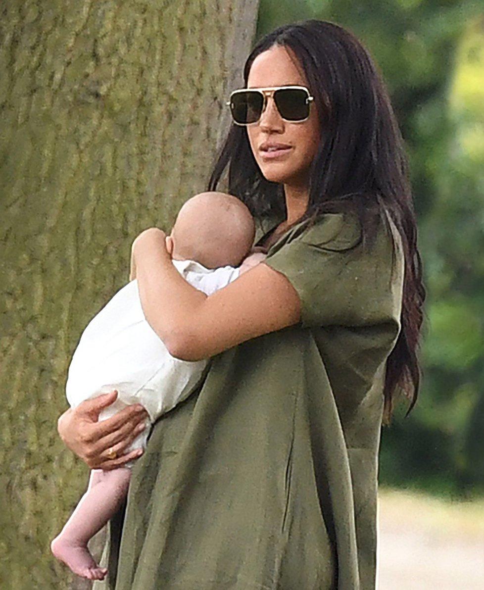 Meghan Markle má teprve první dítě, a od narození Archieho už vystřídala tři chůvy. S první nebyla spokojená vůbec, druhá nebyla dostatečně flexibilní, třetí zatím zůstává.
