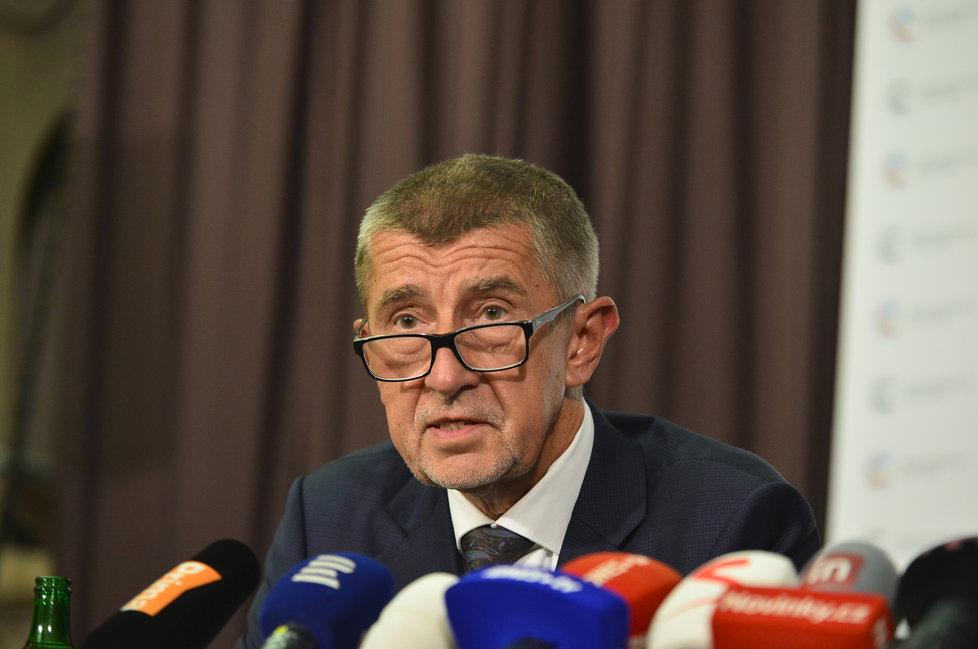 Andrej Babiš (ANO) při uvedení Lubomíra Zaorálka (ČSSD) do funkce ministra kultury