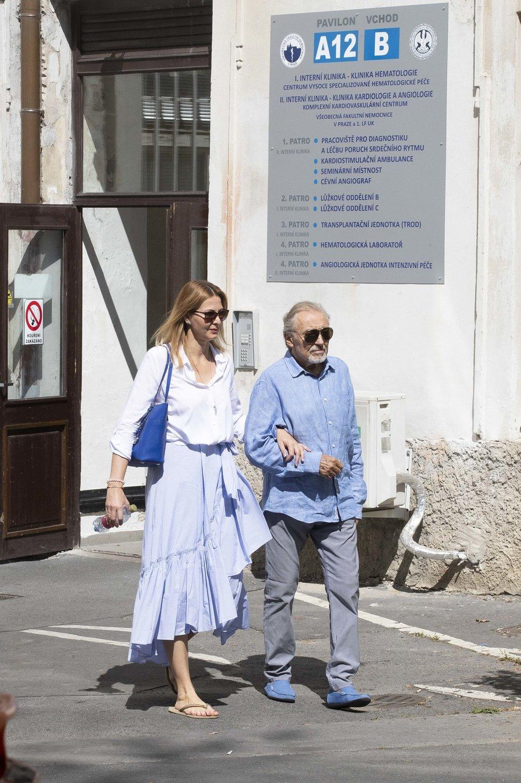 Gott v doprovodu své ženy dochází hlavně na hematologickou kliniku Všeobecné fakultní nemocnice v Praze na Karlově náměstí.