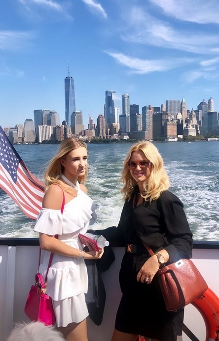 Premiérova žena Monika Babišová se na instagramu pochlubila fotkami z USA: S dcerou Vivien.