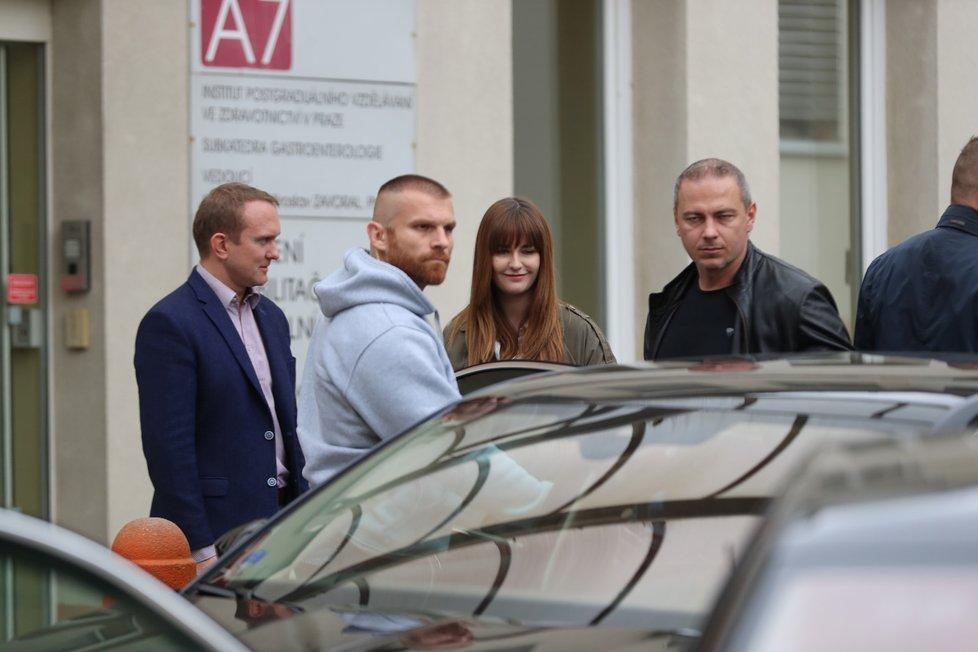 Prezidenta do nemocnice doprovodila dcera Kateřina.