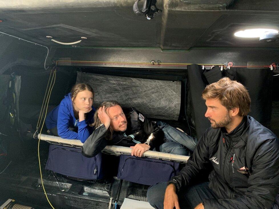 Greta Thunberg se svým otcem Svantem na jachtě Malizia (12. 8. 2019)