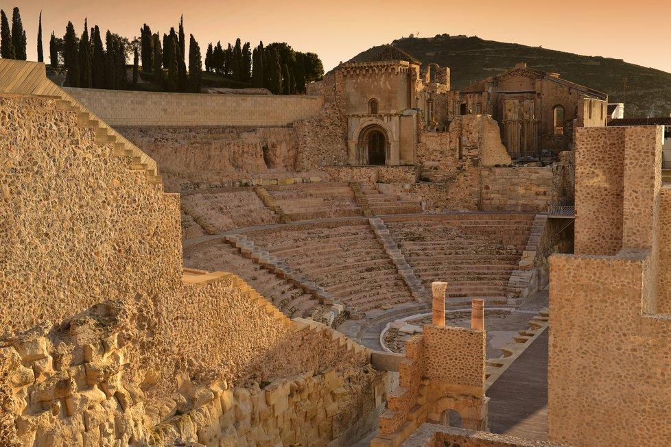 V Cartageně najdete Římské divadlo staré přes 2000 let, hrad Castillo de la Concepción nebo římské lázně, jedno z největších městských archeologických nalezišť ve Španělsku.
