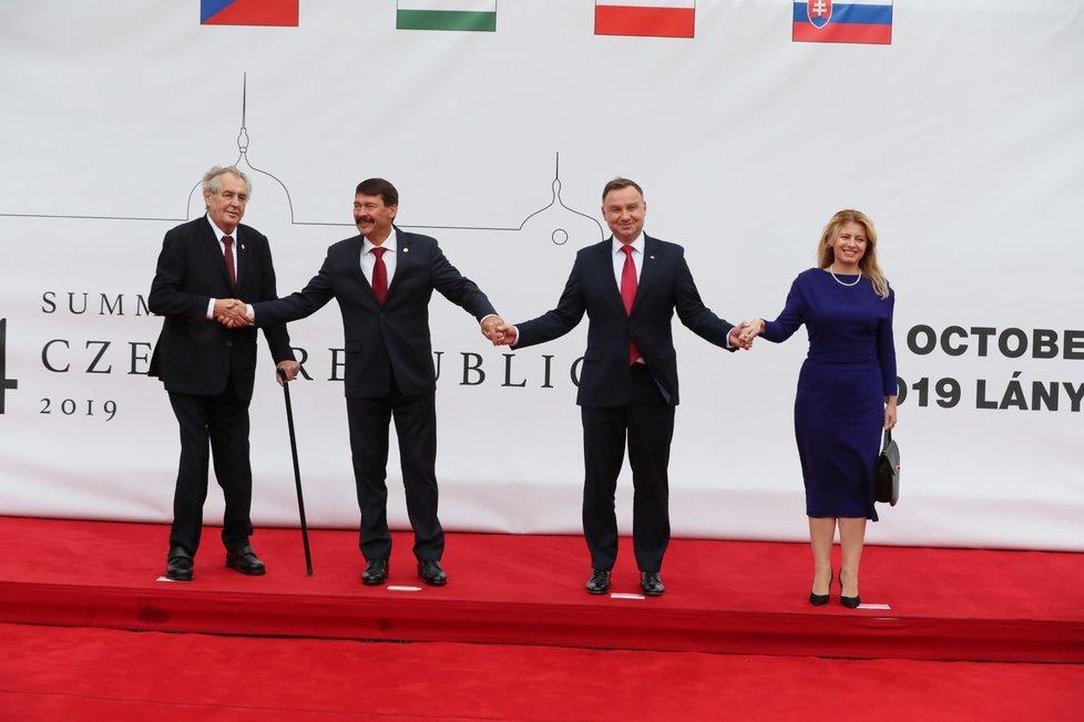 """Summit V4 v Lánech: Podle Slováků """"bizarní"""" fotka, jak píše pluska.sk"""