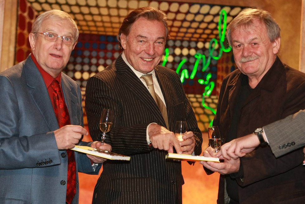 Karel Gott s Jiřím Suchým a Karlem Šípem v divadle Semafor