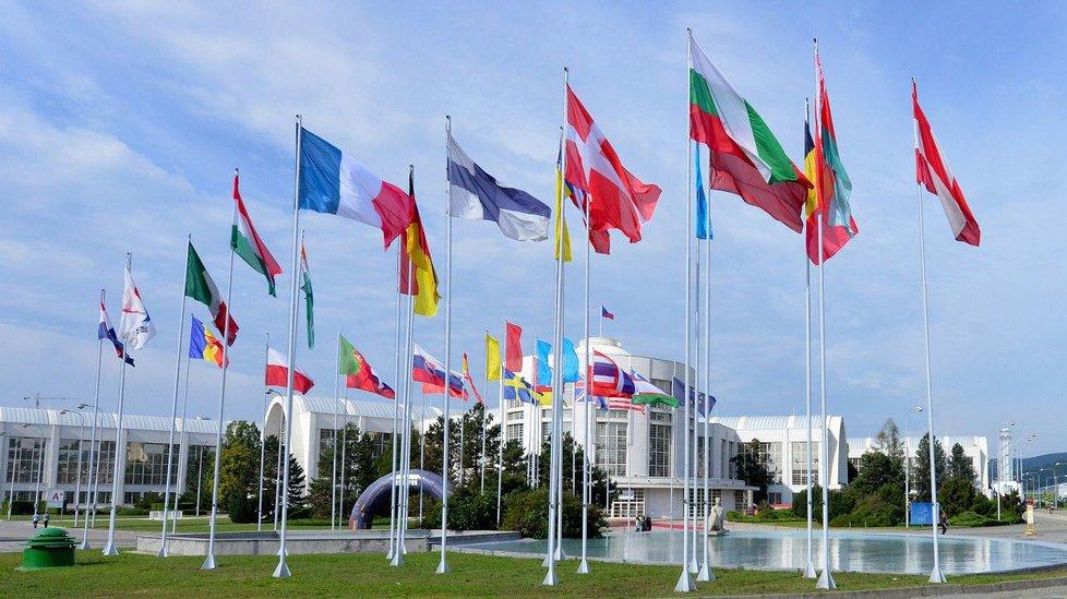Strojírenské firmy z tří desítek zemí světa zcela zaplnily výstaviště.