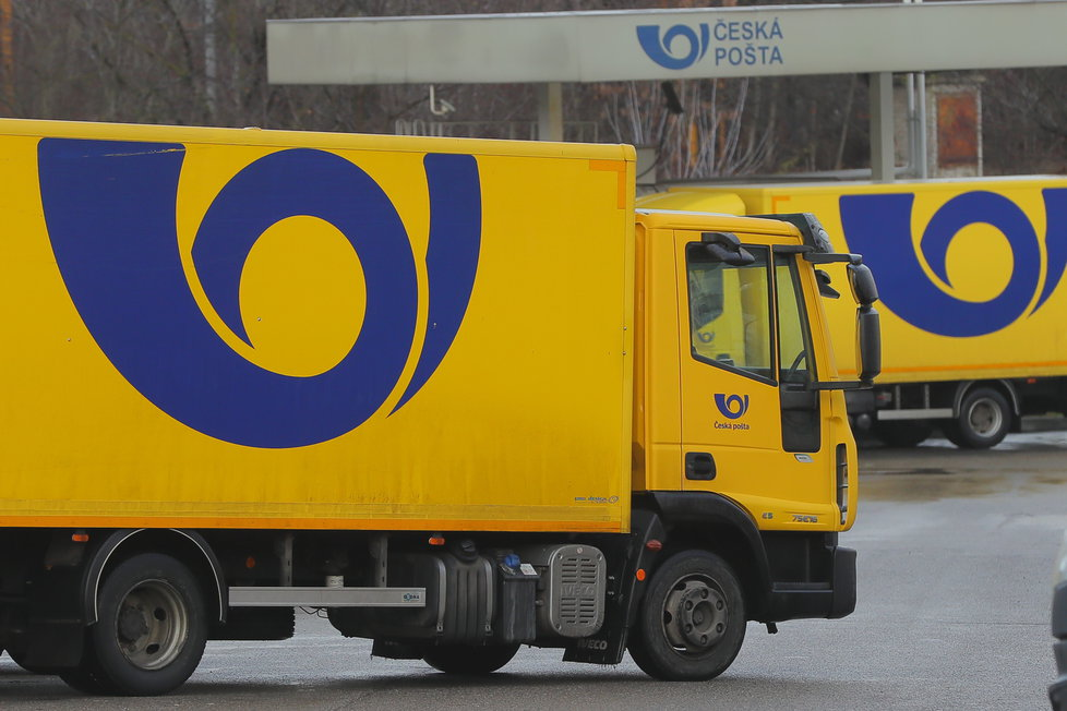 Kvůli uzavřeným obchodům a dalším opatřením mají dopravci obrovský nápor balíků, které musí doručit