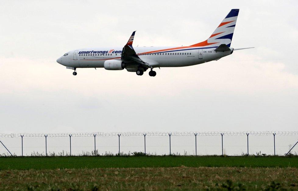 Letoun společnosti Smartwings přistává na pražském Letišti Václava Havla