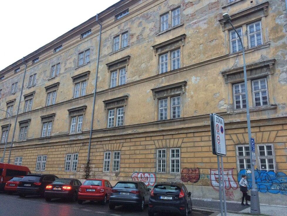 Takto vypadá budova kasáren Karlín dnes.