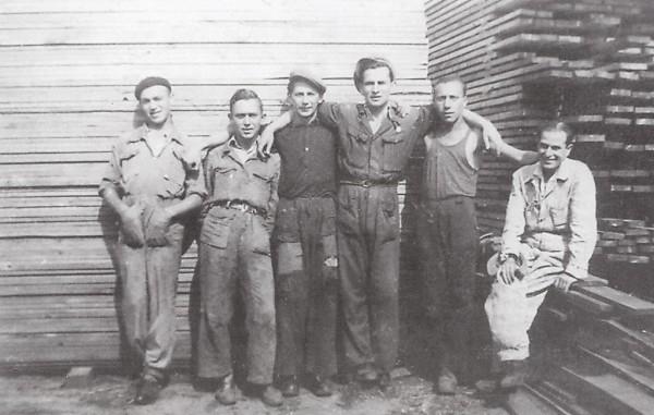 Dělníci Schindlerovy továrny na smaltované výrobky