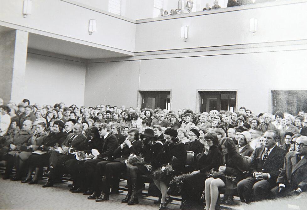 Karel Gott na pohřbu Jiřího Štaidla