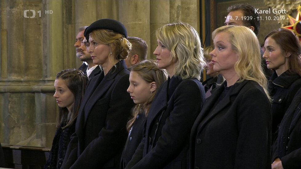 Rodina Karla Gotta během zádušní mše v katedrále sv. Víta