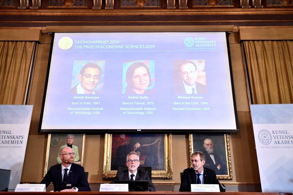 Letošní Nobelovu cenu za ekonomii získali Američané Abhijit Banerjee a Michael Kremer spolu s Francouzkou Esther Duflovou (14. 10. 2019)
