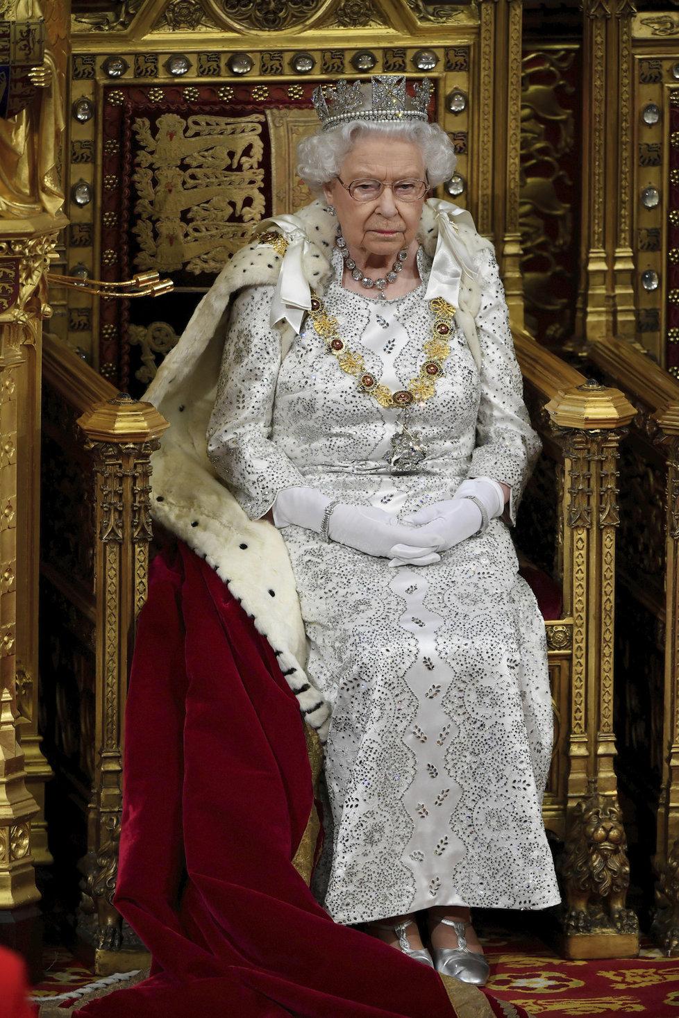 Britská královna Alžběta II. na slavnostním zahájením nové parlamentní schůze, (14.10.2019).