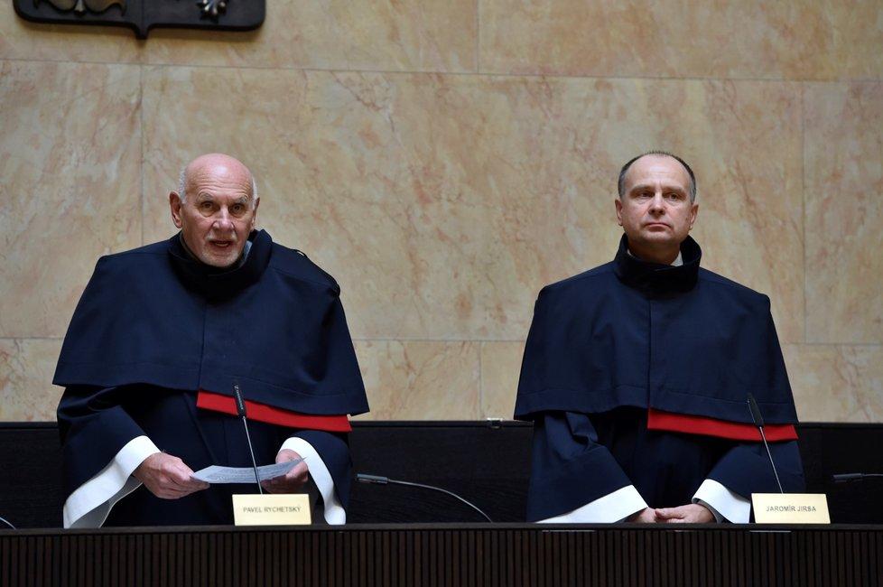 Ústavní soud zrušil zdanění náhrad z církevních restitucí (15. 10. 2019).