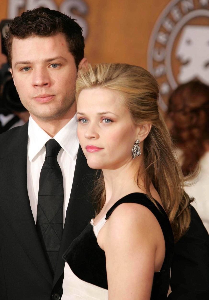 Dvojici Reese Witherspoon a Ryan Philippe známe z nezapomenutelného film Velmi nebezpečné známosti z roku 1999. Zamilovali se do sebe tak bláznivě, že se ještě ve stejný rok vzali. Jejich vztah vydržel do roku 2007. Mají spolu dvě děti.