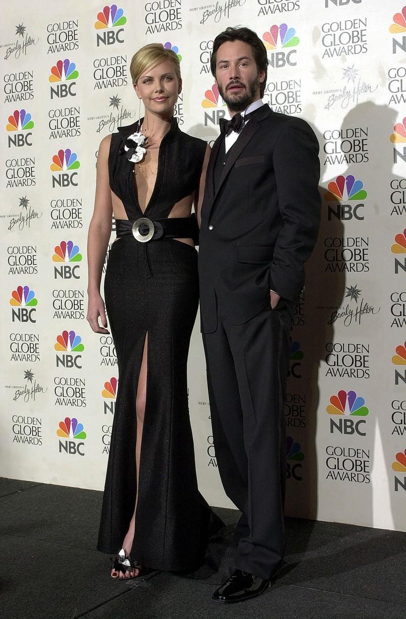 Charlize Theron a Keanu Reeves se poprvé setkali v roce 1997 při natáčení filmu Ďáblův advokát, jiskra mezi nimi ale přeskočila při natáčení filmu Listopadová romance z roku 2001. V roce 2011 se dali dohromady, ale šlo pouze o krátký románek.