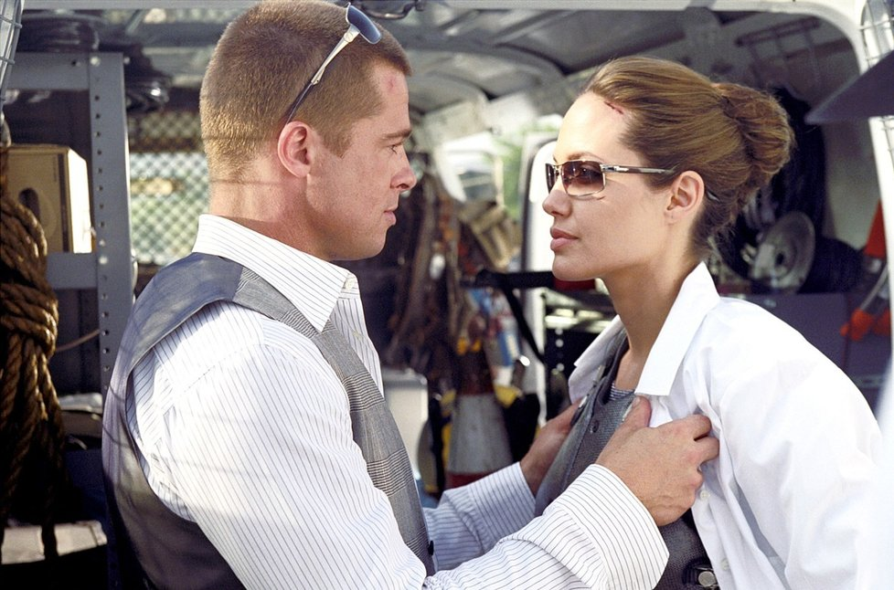 Angelina Jolie a Brad Pitt ve filmu Mr. and Mrs. Smith