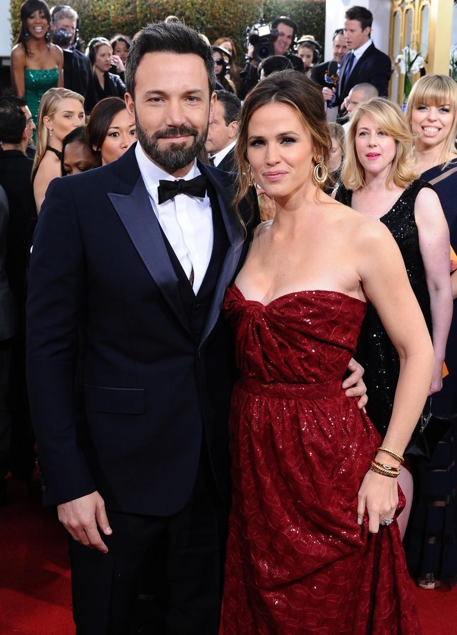 Ben Affleck a Jennifer Garner se dali dohromady po natáčení filmu Daredevil. Jejich láska trvala dlouhých dvanáct let, ale nakonec se rozvedli, protože Ben prý podvedl Jennifer s jejich chůvou.