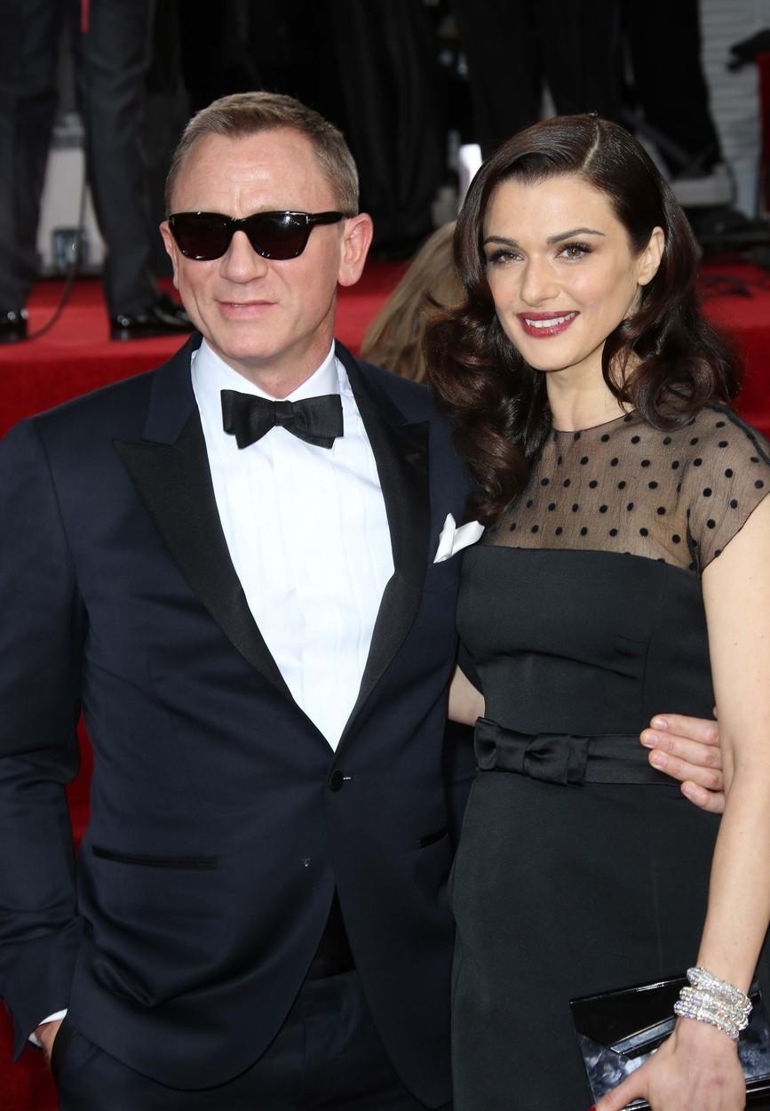 Filmový James Bond Daniel Craig se zamiloval do herečky Rachel Weisz při natáčení mysteriózního filmu Dům snů z roku 2011. Oba opustili své partnery a pouhých šest měsíců po známosti se vzali.