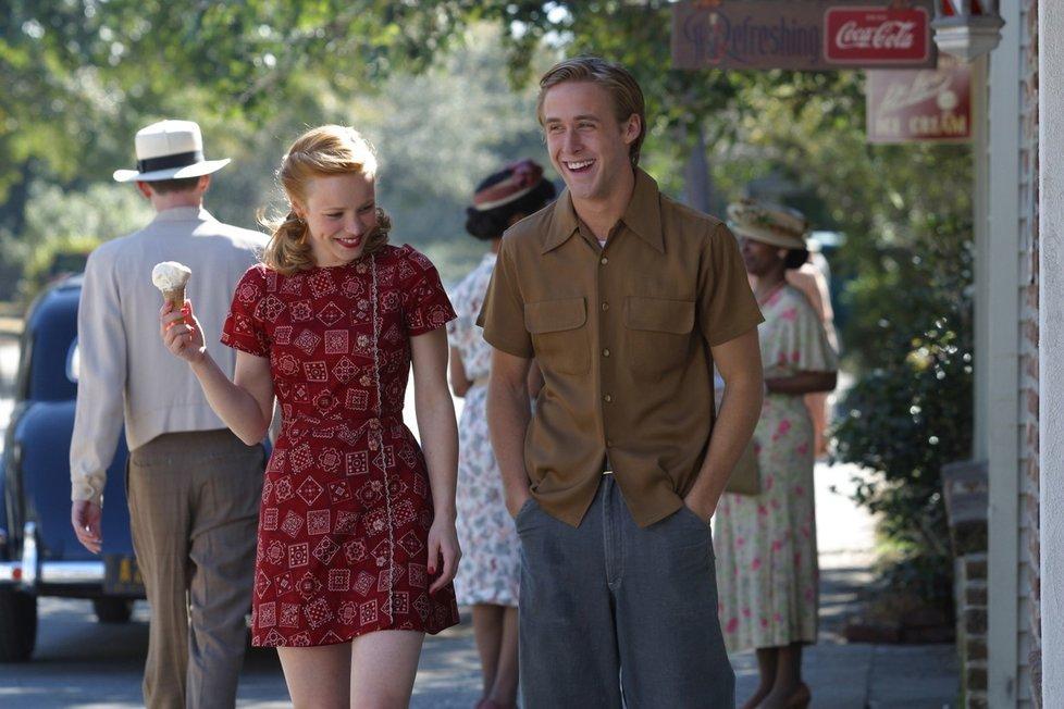 Rachel McAdams a Ryan Gosling ve filmu Zápisník jedné lásky
