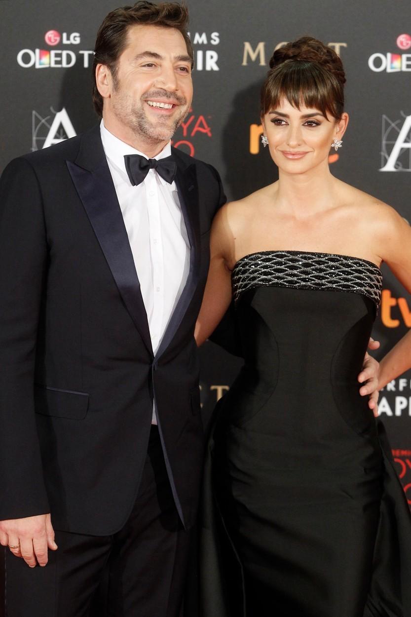 Javier Bardem a Penélope Cruz spolu poprvé natáčeli v roce 1992, ale jiskra přeskočila až o několik let později při natáčení filmu Vicky, Cristina, Barcelona. Dodnes jsou spolu a mají spolu dvě děti.