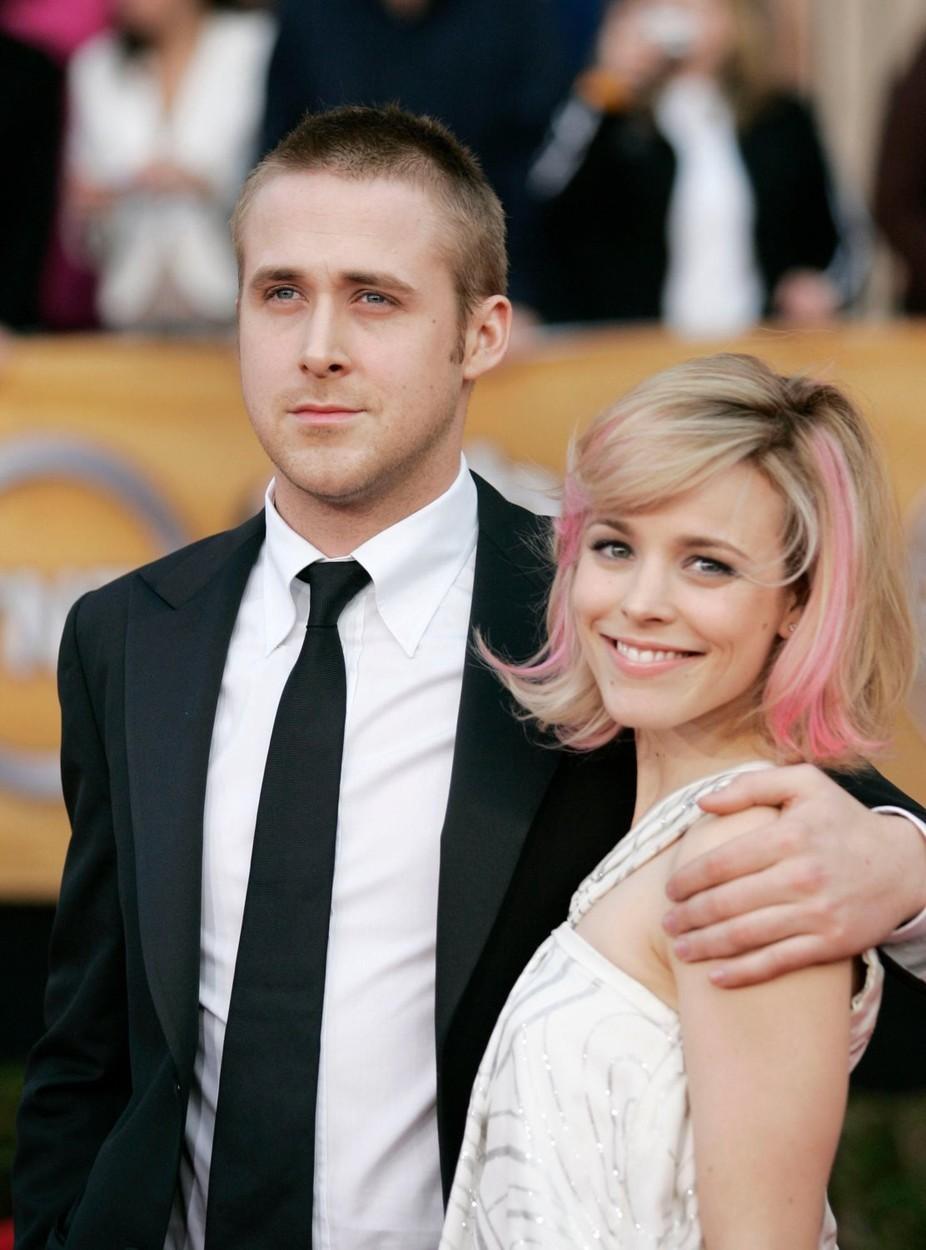 Ryan Gosling a Rachel McAdams se do sebe zamilovali v roce 2004 při natáčení romantického filmu Zápisník jedné lásky. Jejich vztah vydržel tři roky.