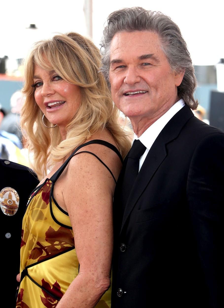 """Přestože žijí Goldie Hawn a Kurt Russell na """"psí knížku"""", patří mezi nejstabilnější páry v Hollywoodu. Oba si prošli několika rozvody a další svatba už je zkrátka neláká. Jsou spolu od roku 1983."""