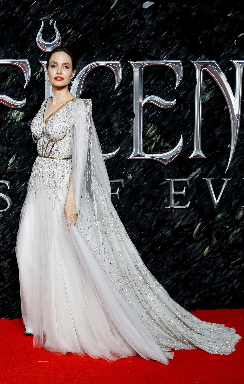 Angelina Jolie na premiéře pohádky Zloba: Královna všeho zlého