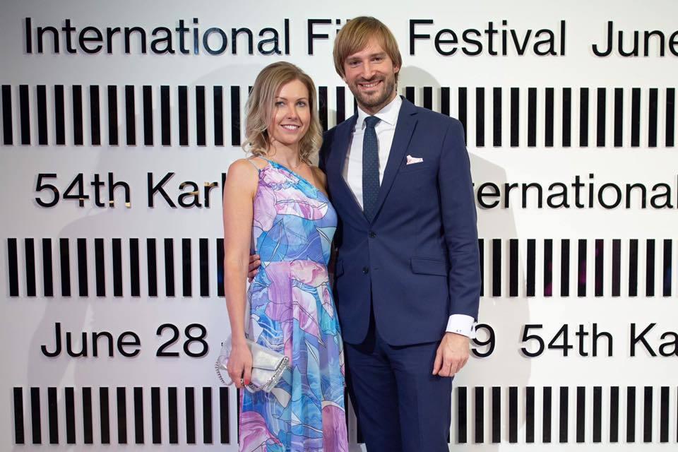 Adam Vojtěch si v říjnu 2019 vzal za manželku svou partnerku Olgu. Na snímku na filmovém festivalu ve Varech