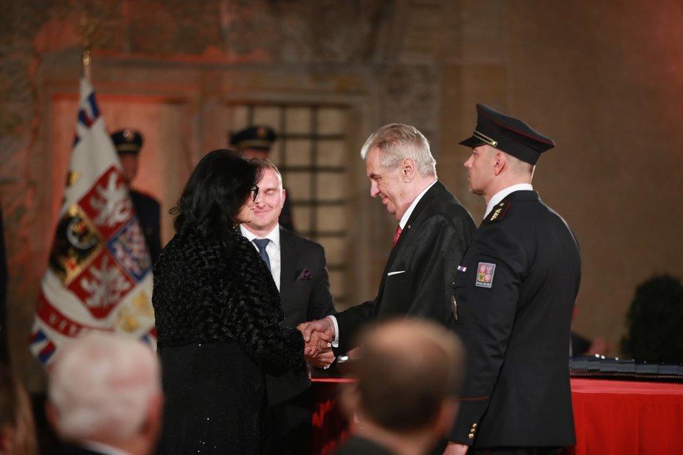 Prezident Miloš Zeman udělil medaili Za hrdinství Karlu Knězovi (28. 10. 2019)