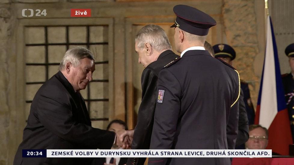 Prezident Miloš Zeman udělil Řád Bílého lva Jaroslavu Selnerovi (28. 10. 2019)