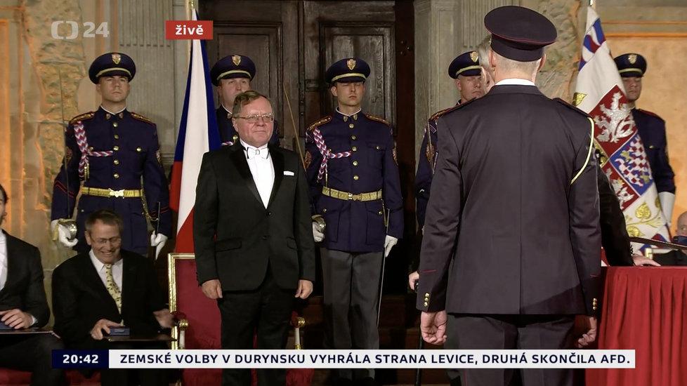 Prezident Miloš Zeman udělil medaili Za zásluhy Miloslavu Kalovi (28. 10. 2019)