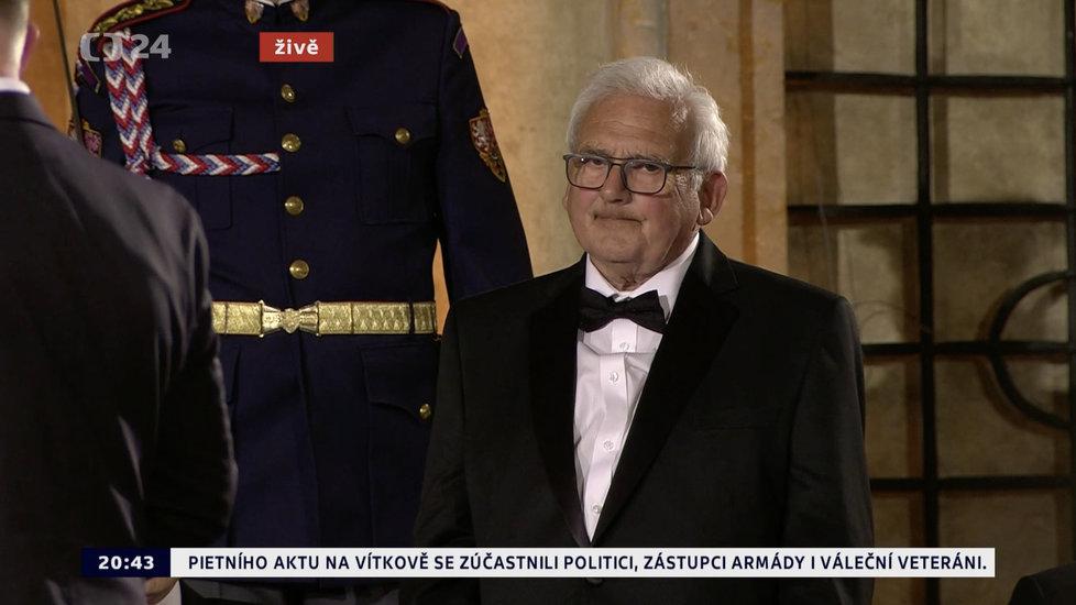 Prezident Miloš Zeman udělil medaili Za zásluhy Kamilu Lhotákovi (28. 10. 2019)