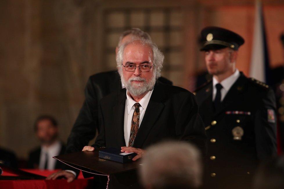 Prezident Miloš Zeman udělil Mmedaili Za zásluhy Janu Schneiderovi (28. 10. 2019
