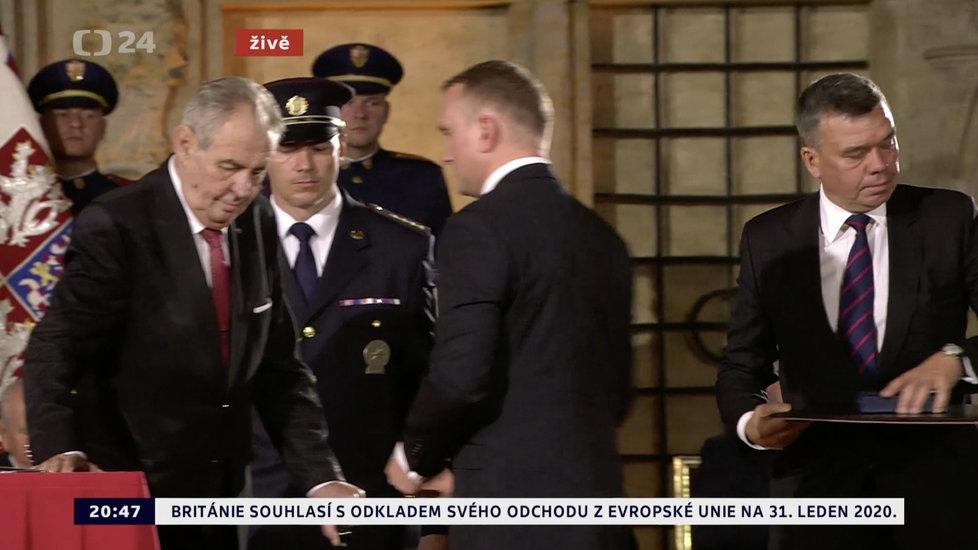 Prezident Miloš Zeman udělil medaili Za zásluhy Vladimíru Plašilovi (28. 10. 2019)
